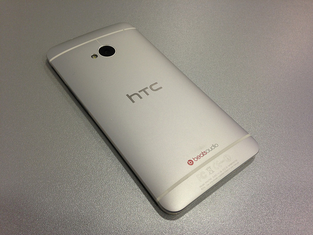 HTC One_flickr_John Karakatsanis_CC2.0